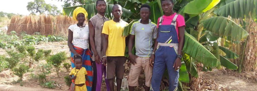 Les jeunes en formation à la ferme de Tiélé